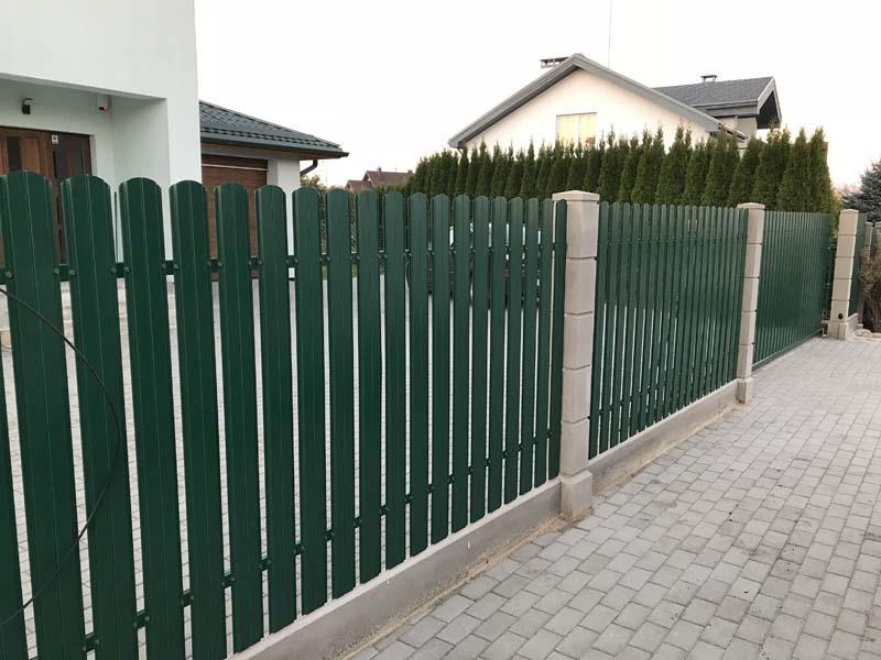 Aluzinc zogi staketa zogi Riga Latvija uzstadisana 2